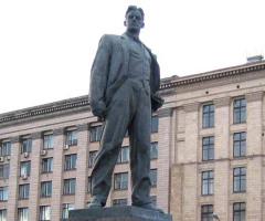 Владимиру Маяковскому